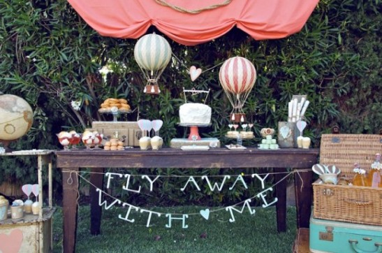 hot-air-balloon-theme-birthday-party-580x384