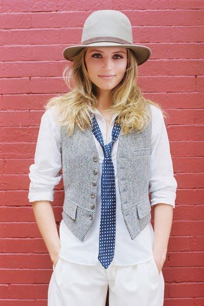 white-shirt-white-pants-gray-vest-blue-tie-beige-hat-via-girlsonbodyimage