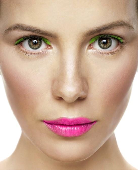 maquiagem verde batom rosa