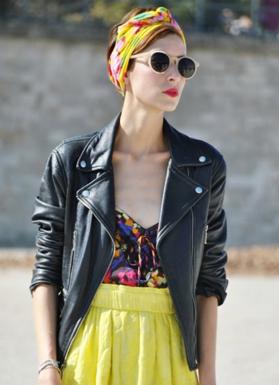 THE-STREET-MUSE-MOTO-LEATHER-JACKET-PRINT-TOP-YELLOW-MINI-HEAD-SCARF-STREET-STYLE-NUDE-SUNGLASSES